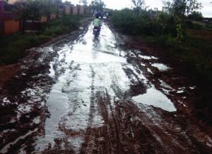 या सड़क शुरू होत है दसन गांव जोडै का