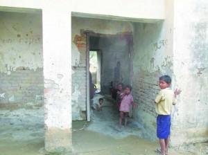 जड़-जड़ भवन में पढ़ईत बच्चा