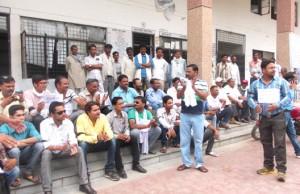 24-06-15 Mahoba - Patrakar Dharna web