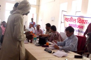 08-07-15 Mahoba Gaon - Kisaan Compensation Tehsil web