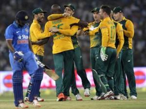 मैच जीतने के बाद खुशियां मनाती अफ्रीकी टीम                   (फोटो साभार-अमर उजाला)