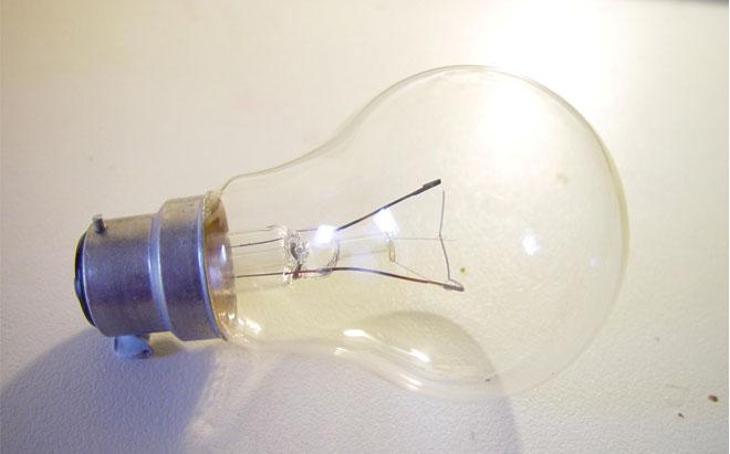 Light_bulb_clear_bayonet_fitting