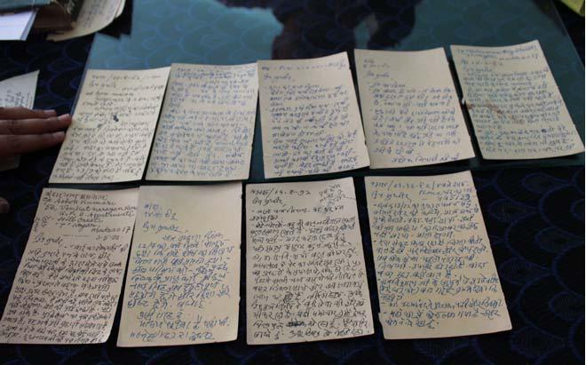 """उनके हाथों लिखे गए कुछ पत्र... फ़रवरी 20, 1983 के एक पत्र में लिखते है, """"मैं यहां से 17/3 को झांसी होता हुआ दिनांक 19/3 को दोपहर के समय बांदा पहुँच रहा हूँ।''"""