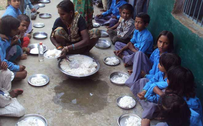 Midday_Meal_Scheme_children_