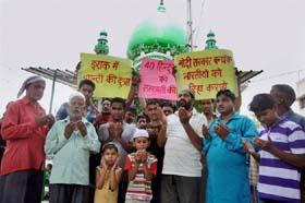 कई शहरों में लोग अगवा हुए भारतीयों की सलामती के लिए दुआ कर रहे हैं।