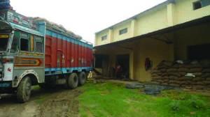 ट्रक अउर गोदाम