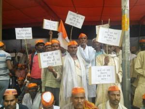28-08-14 Kshetriya Banda - Farmers Suicide from web