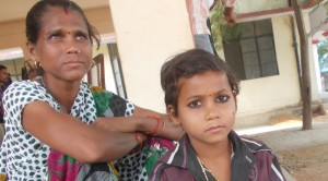 छोटी लड़की के साथे गीता