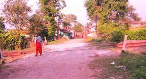 बिना फाटक के रेलवे गुमती