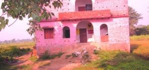गड्ढ़ा में विद्यालय