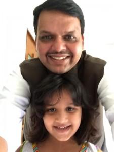 महाराष्ट्र मुख्यमंत्री फडणवीस (फोटो साभार: ट्विटर)