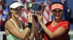 यू. एस. ओपन जीतने के बाद सानिया मिर्ज़ा  और मार्टिना हिंगिस  -(फोटो साभार-इण्डियन एक्सप्रेस)