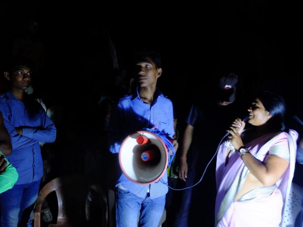 Anshu Shivhare delivers an impromptu speech, Kharka village, Mahoba
