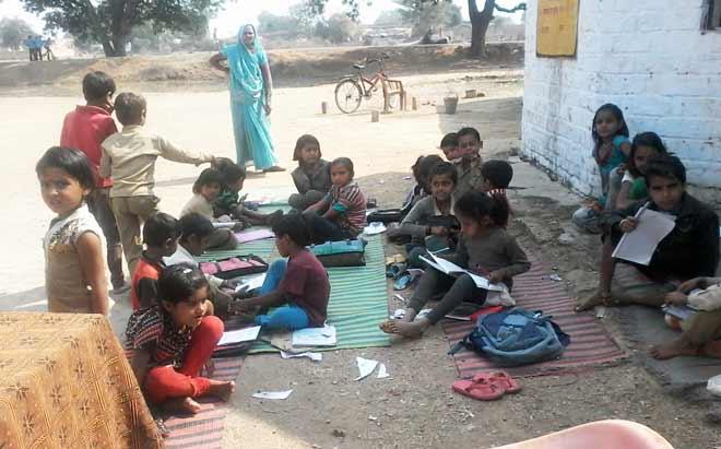 चित्रकूट में 228 स्कूल में बाउण्ड्री नहीं और 107 स्कूल में पानी नही