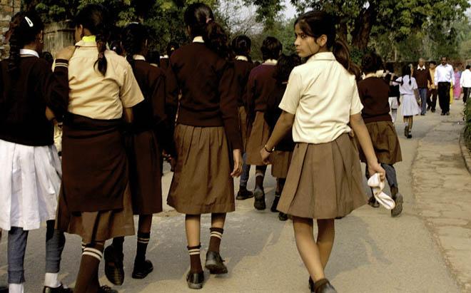 Schoolgirls Leaving the Qutb Minar - New Delhi