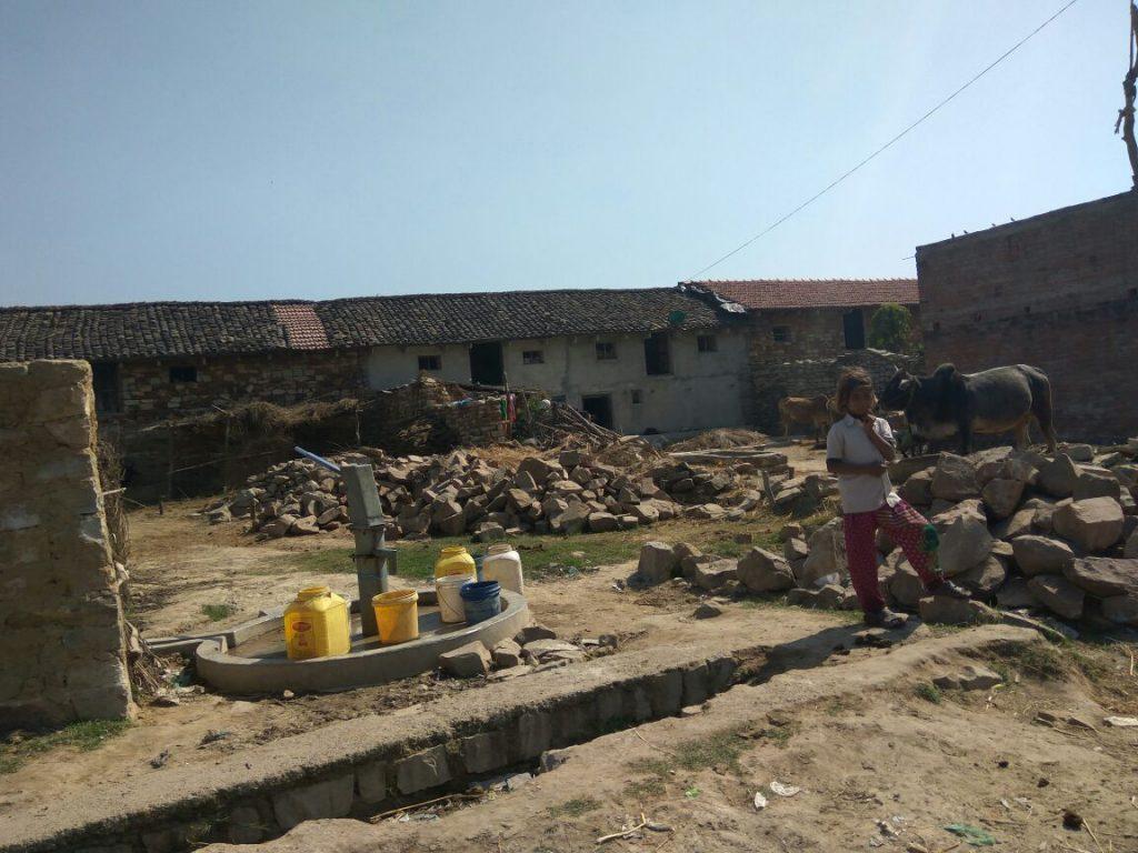 हैंडपम्प है पर पानी नही - चित्रकूट, ब्लॉक मानिकपुर, गांव रामपुर