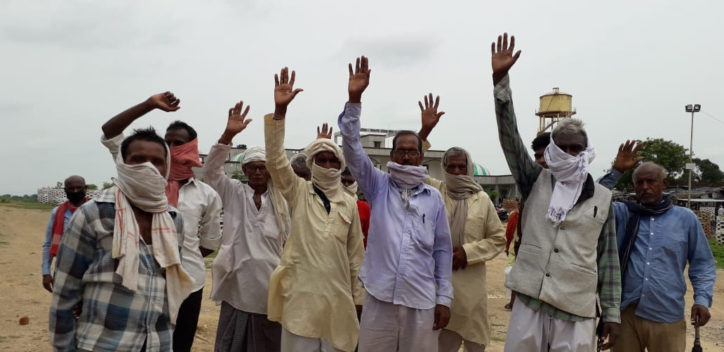 Banda: Ration distribution is not being done by Kotdar, people reached Tehsil