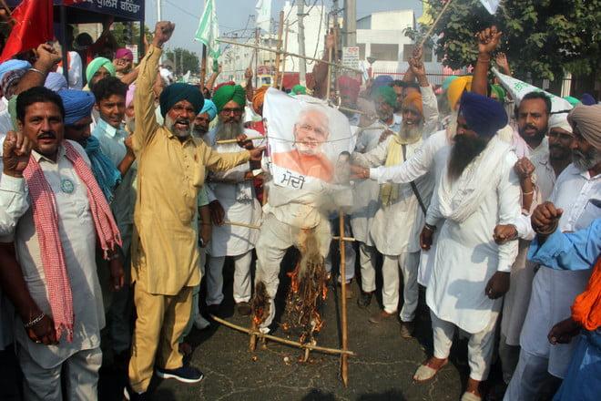 people celebrates Dussehra by Burnt effigies of pm