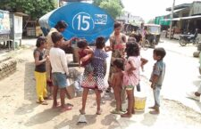 गंगा के शहर में बूँद-बूँद को तरसे लोग