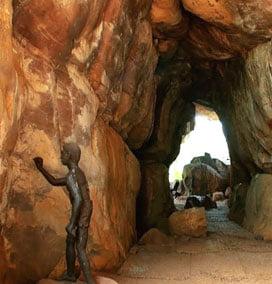 bhimbetka caves in madhya pradesh