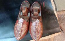 हमीरपुर: सालों-साल चलते है सुमेरपुर के हाथों से बने प्रसिद्ध चमड़े के जूते
