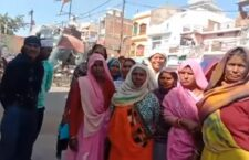 These women are not getting wages for daily wages