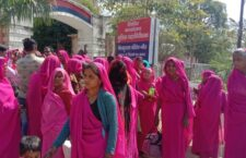 gulabi gang women surrounded the office of Inspector General of Police