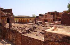Narwar fort of Madhya Pradesh settled among a few hundred