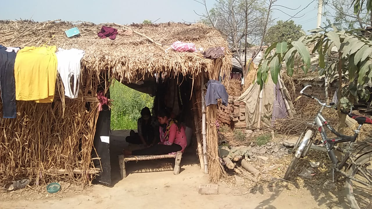 People forced to live in foil houses even after rural housing scheme