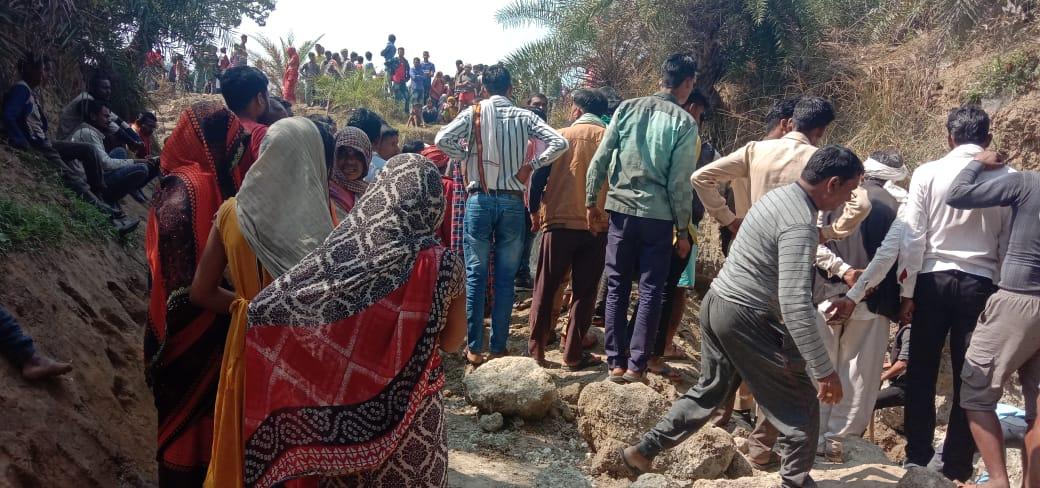 LIVE चित्रकूट: अचानक मिट्टी गिरने से कई लोगों की गई जान