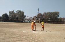 धोती कुर्ती में क्रिकेट मैच और संस्कृत में कमेंट्री