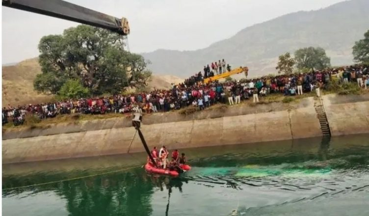bus-fell-into-the-canal-and-washed-away-50-lives