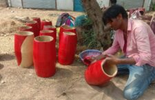In chitrakoot business of dholak artisans in the wedding season