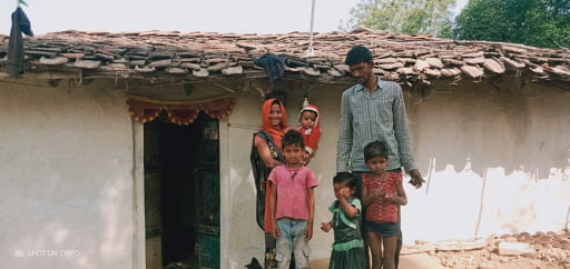 Gaura, her husband Ramnaresh, their two girls and two boys in front of their house in Mote Purva, Pungari, Banda. March 2021