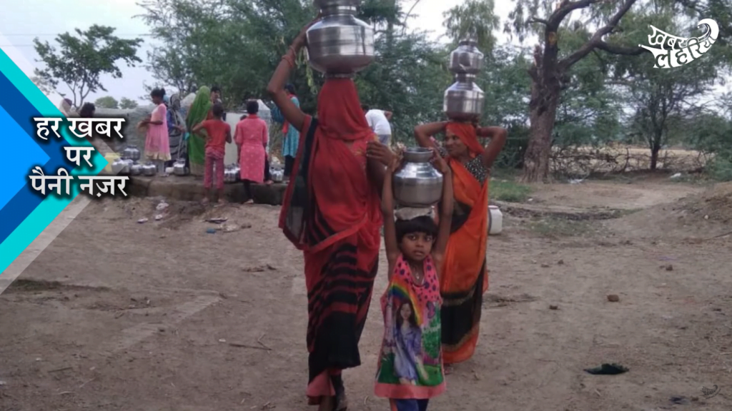 Women and girls carrying water in Mahoba. January 2021.