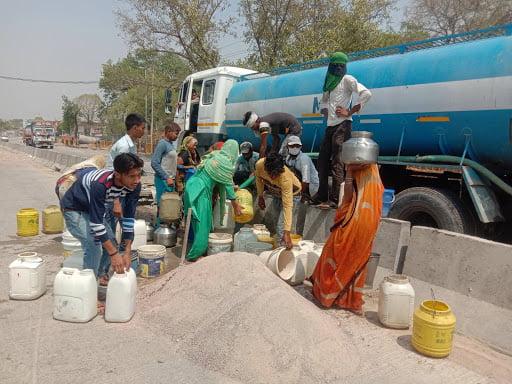 block manikpur line for water image by khabar lahariya