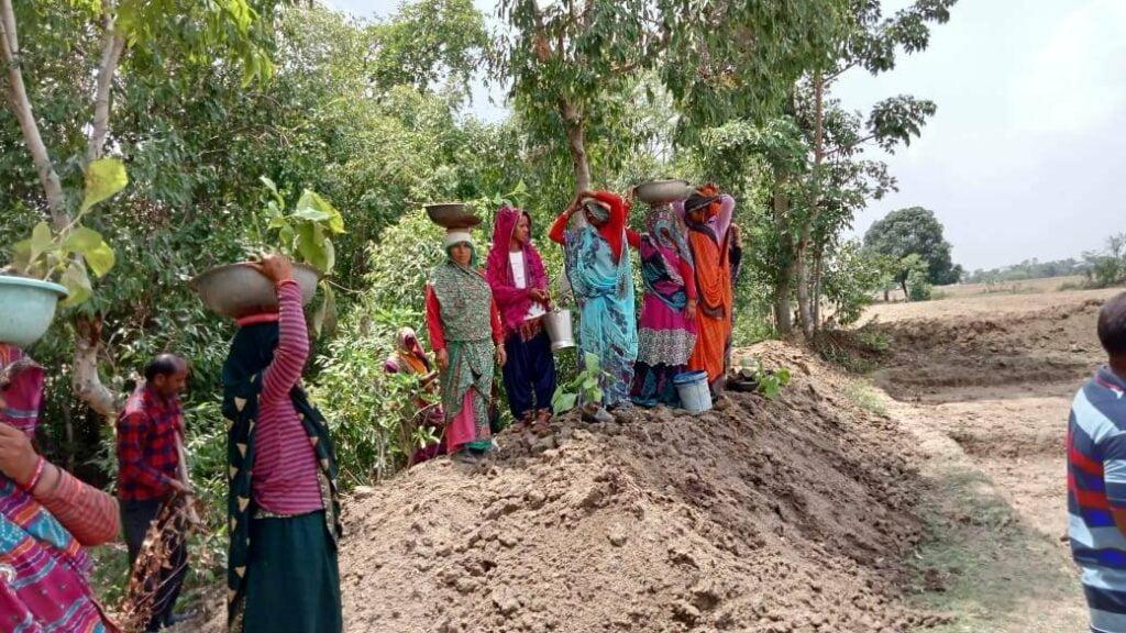 ललितपुर: ग्रामीणों को आज तक नहीं मिला सालों पुराना मनरेगा में काम करने का वेतन