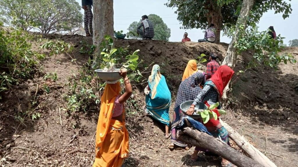 Workers Seek Timely Payments, More Workdays Under Rural Jobs Scheme