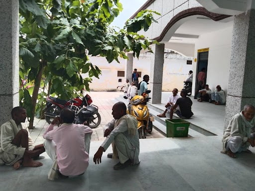 FARMERS WAITING FOR THEIR NUMBER