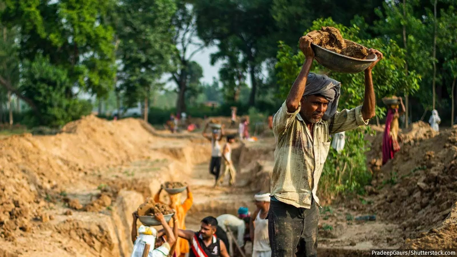 समय पर भुगतान और काम के ज़्यादा दिन, यही है मनरेगा के मजदूरों की मांग | India spend